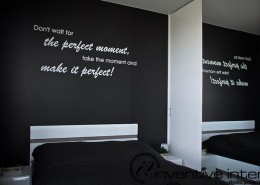Ścienne napisy w sypialni Inventive Interiors