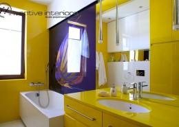 Żółta łazienka w nowoczesnym stylu Inventive Interiors