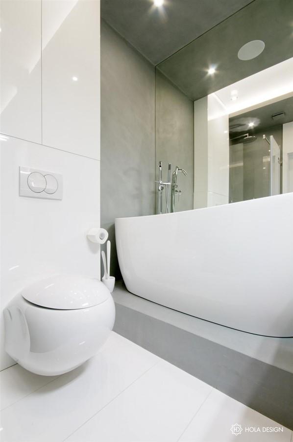 Biało-szara łazienka z prysznicem i wanną - Architektura, wnętrza, technologia, design - HomeSquare