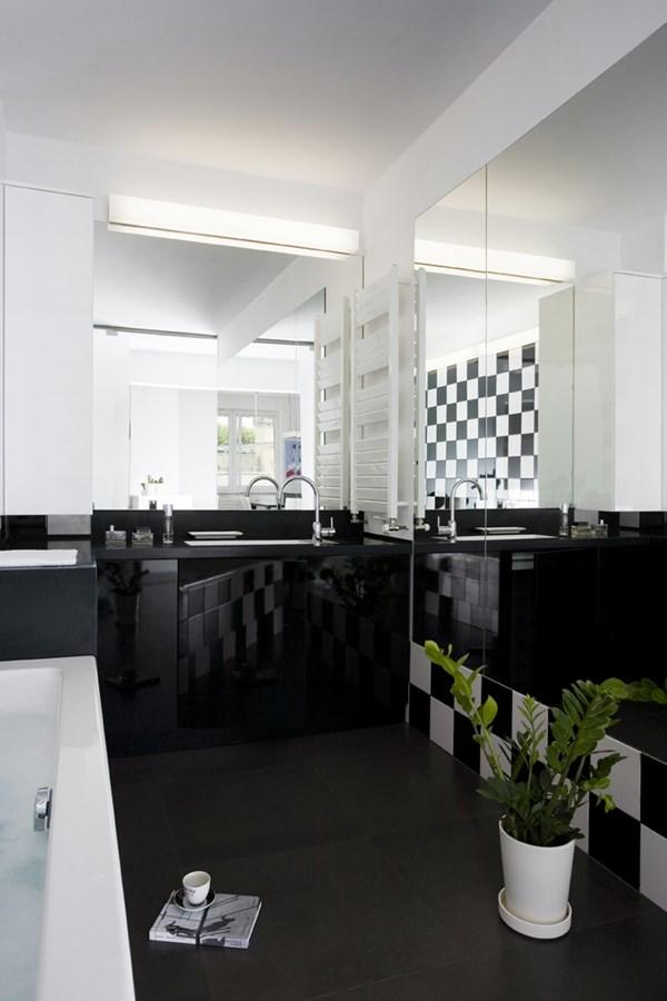 Piękna łazienka w czerni i bieli