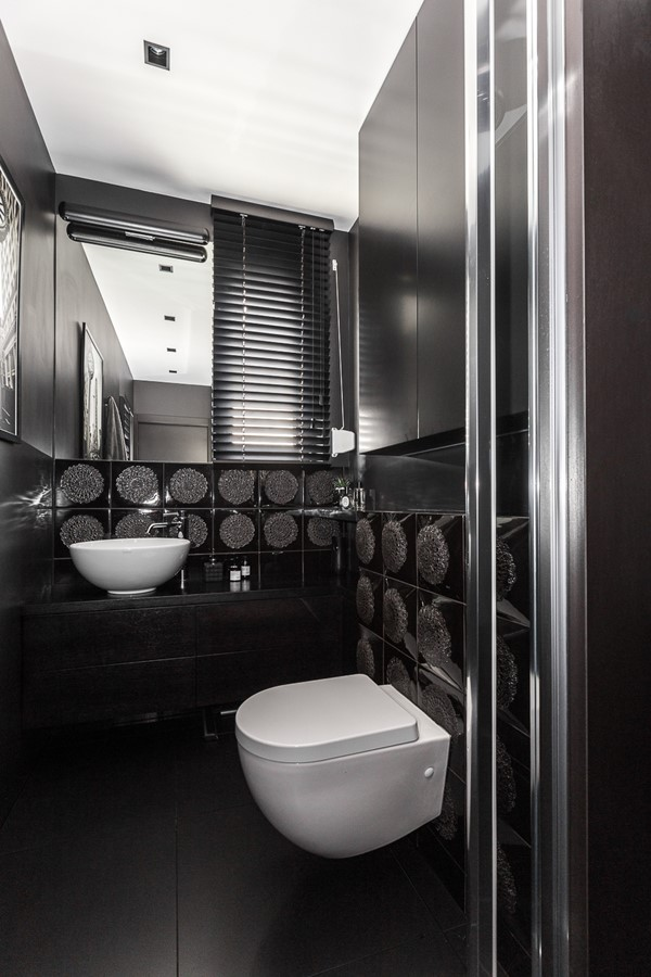 Ciemna toaleta w nowoczesnym wydaniu Archissima