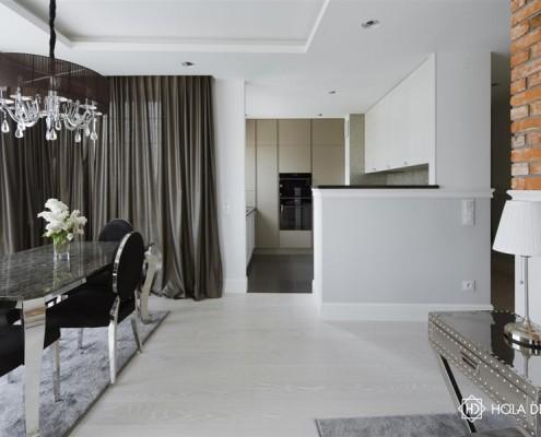 Jadalnia w stylu glamour połączona z kuchnią Hola Design