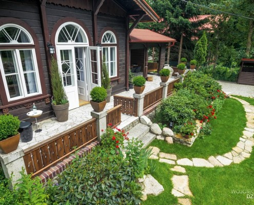 Klasyczny dom z drewna i kamienia Wojciech Dziadosz