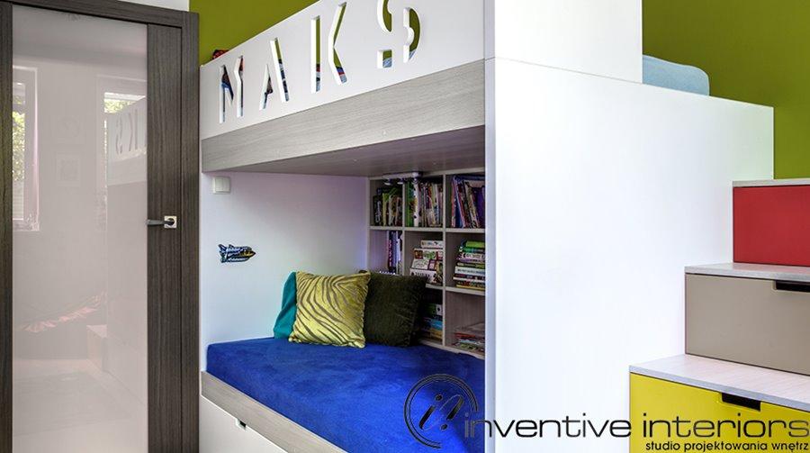 Piętrowe łóżko dziecięce z kącikiem wypoczynkowym Inventive Interiors