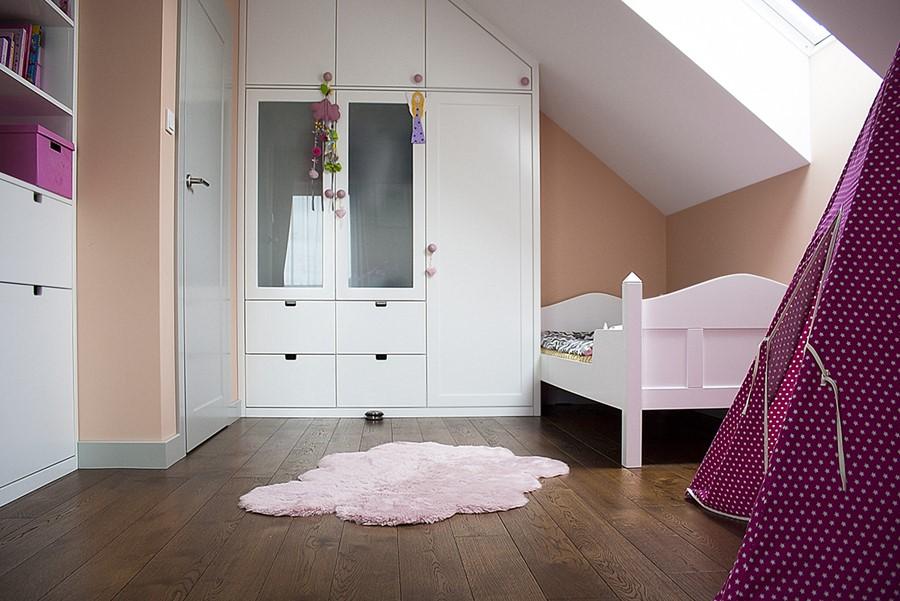 Pokój dla dziewczynki na poddaszu Finchstudio