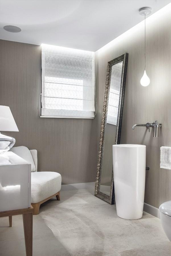 Piękna łazienka w szarości
