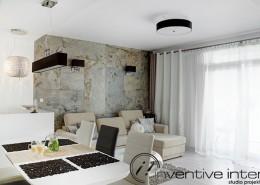 Salon z małą kuchnią i jadalnią Inventive Interiors
