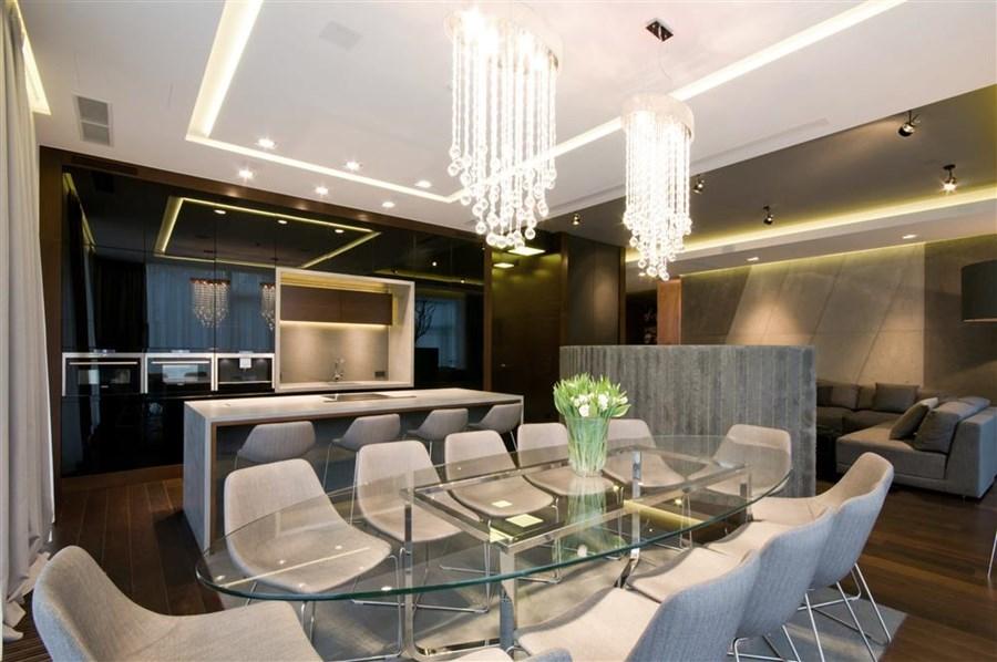 Stylowa jadalnia otwarta na kuchnię i salon Hola Design projektowanie oświetlenia