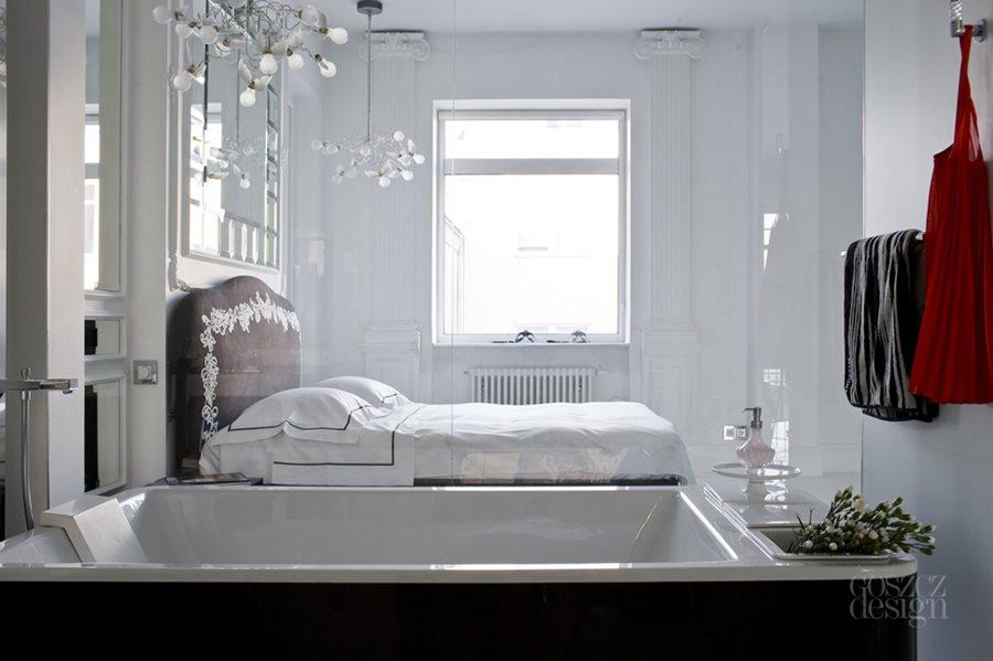 Piękna łazienka w białej sypialni