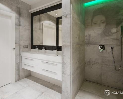 Szara łazienka wykończona betonem dekoracyjnym HOLA Design