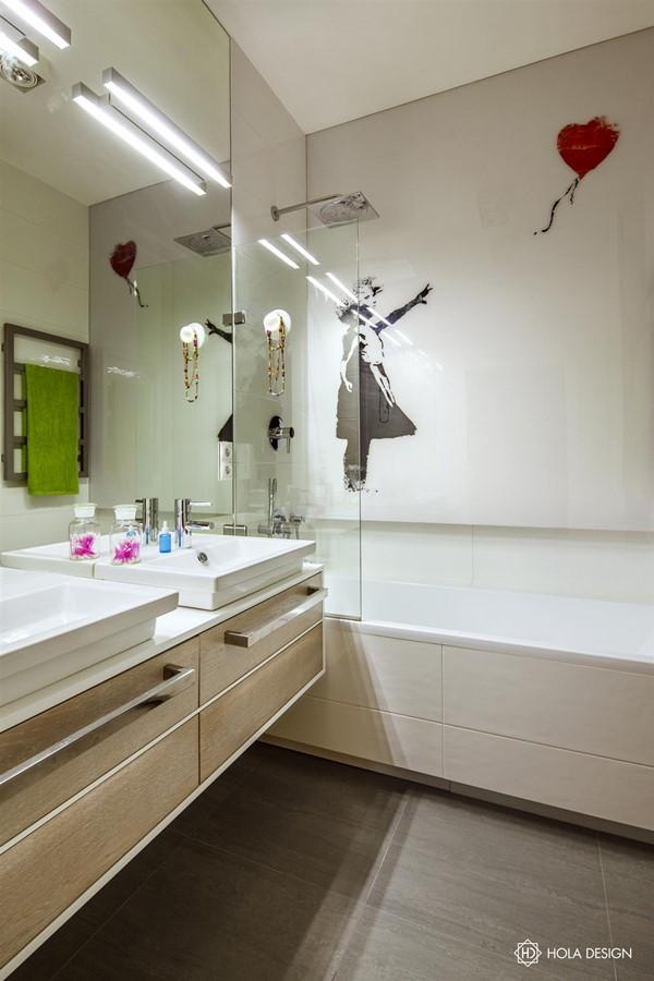 Aranżacja jasnej łazienki dla dwojga Hola Design