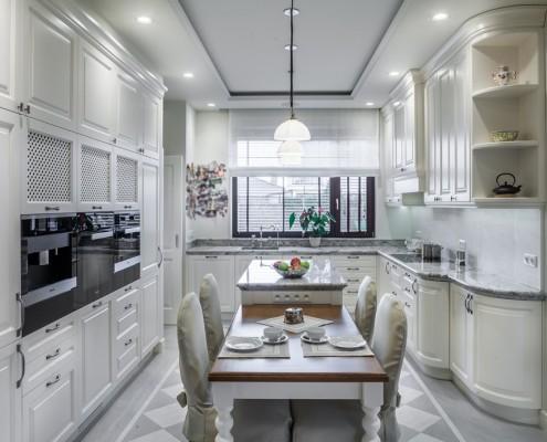 Aranżacja klasycznej kuchni w bieli RS Studio Projektowe