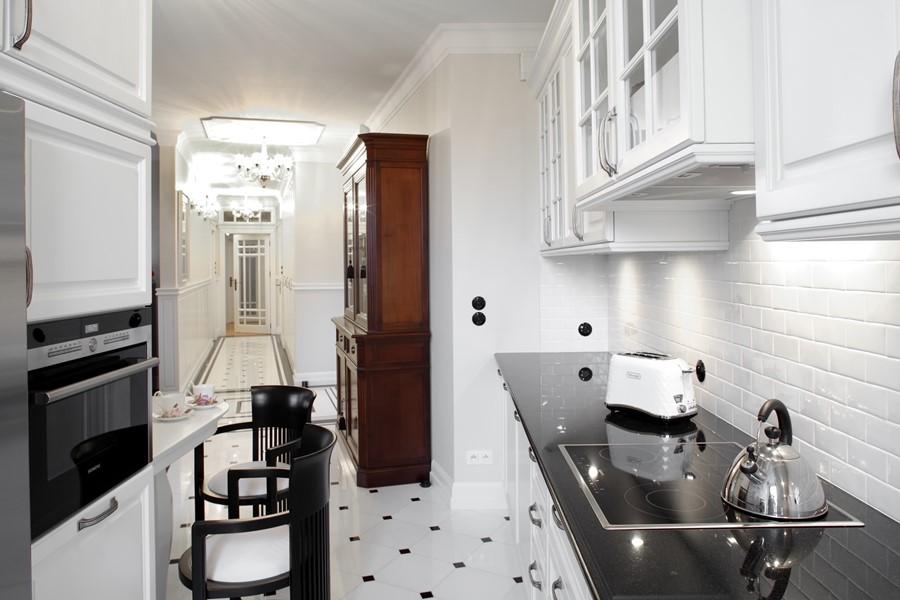 Biel i czerń w klasycznej kuchni