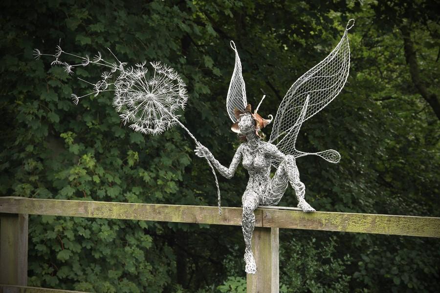 Druciana rzeźba ogrodowa Robin Wight