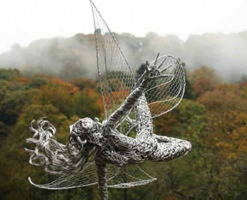 Druciana rzeźba w ogrodzie Robin Wight