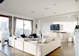 Eklektyczny salon w bieli Casamila