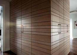 Frezowane drewno w przedpokoju Casamila