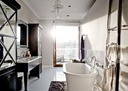 Jasny pokój kąpielowy w stylu art deco Casamila - oryginalna łazienka