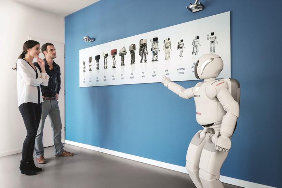Robot Honda Asimo i jego poprzednicy