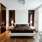 Sypialnia w stylu glamour biel i brąz odważne wnętrza