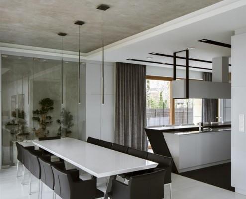 Czarno-biała kuchnia z jadalnią projekt Hola design