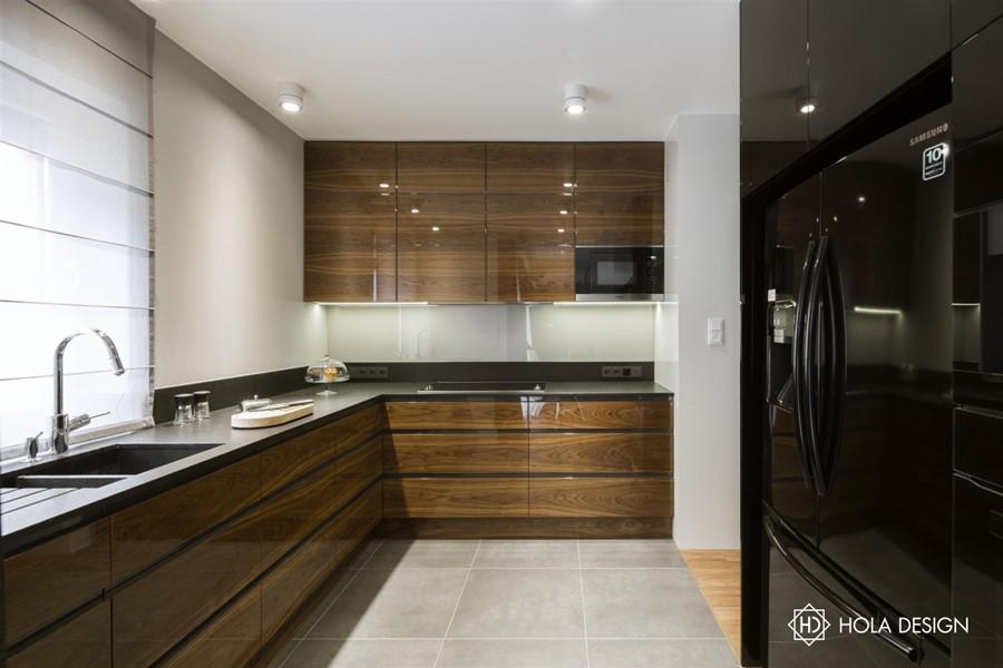 Drewno na wysoki połysk w nowoczesnej kuchni   -> Kuchnia Lakierowana I Drewno