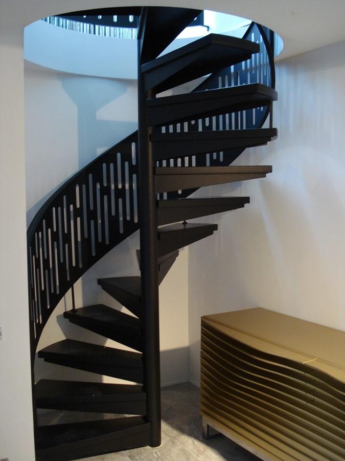 Spiralne schody w minimalistycznym stylu Alab kowalstwo