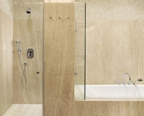 Beże w jasnej łazience Studio Agnieszki Zydorowicz
