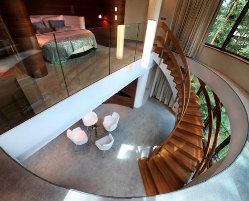 Wyjątkowe schody w salonie
