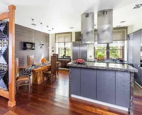 Mieszanka stylów w otwartej kuchni Insitu Decorations