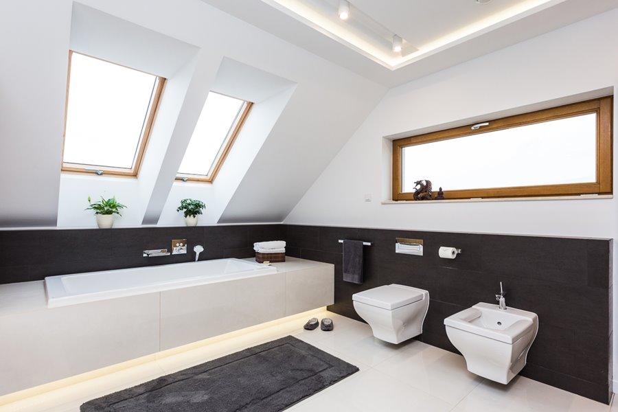 �azienka z wann� i prysznicem poddasze architektura