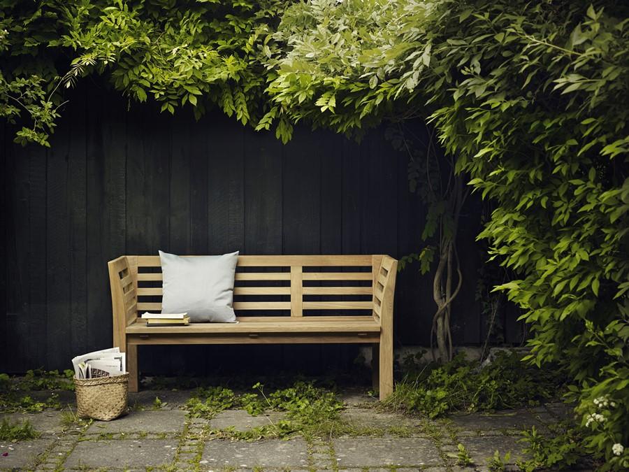 Drewniana ławka - designerskie meble do ogrodu