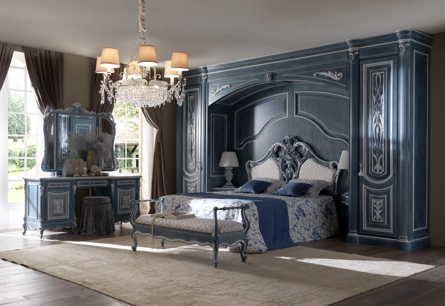 Łóżko w sypialni w stylu klasycznym