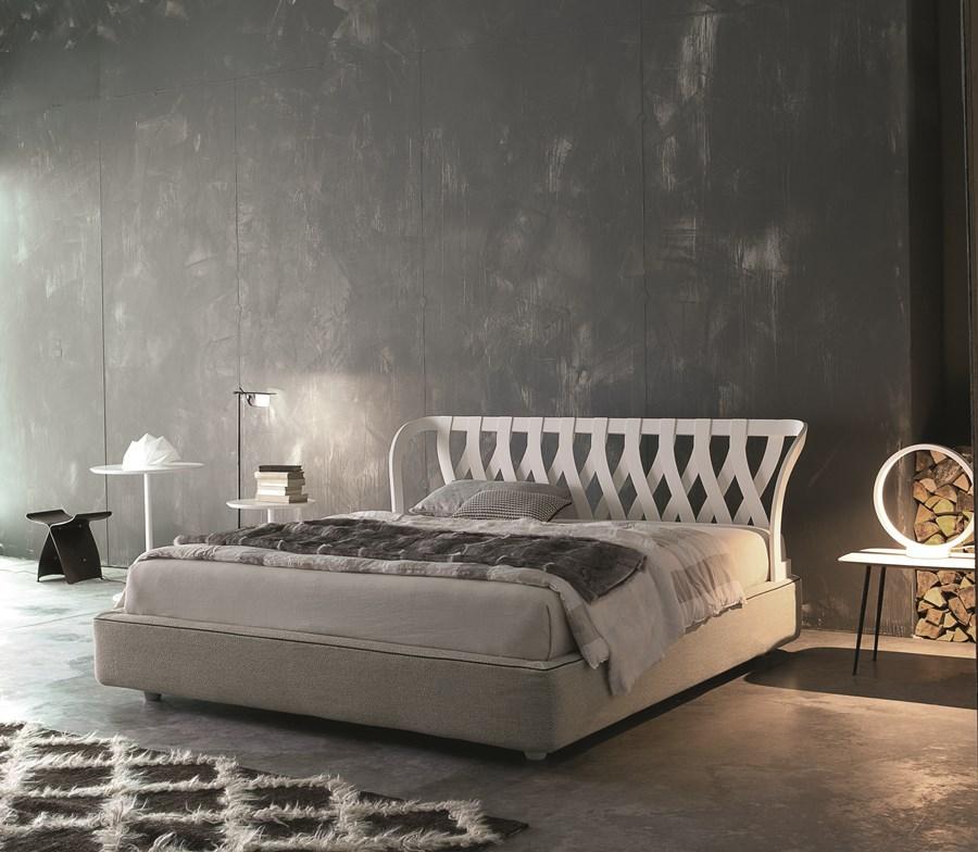 Ekskluzywne łóżko w sypialni