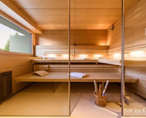 Nowoczesna sauna wykończona drewnem Klafs