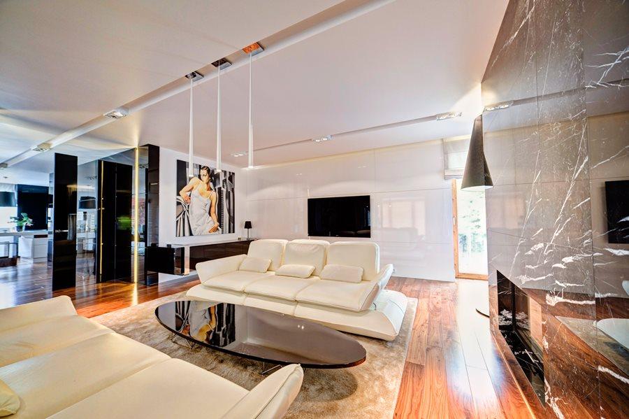 ściana TV w ekskluzywnym salonie