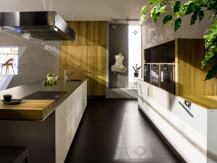 Jaki blat do kuchni z drewnianymi szafkami