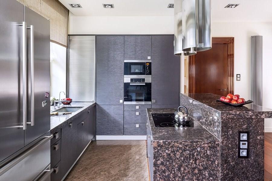 Jaki blat do kuchni wybrać, aby wnętrze nabrało elegancji