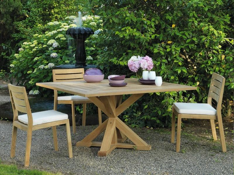 Kwadratowy stół w ogrodzie z drewna Cronos