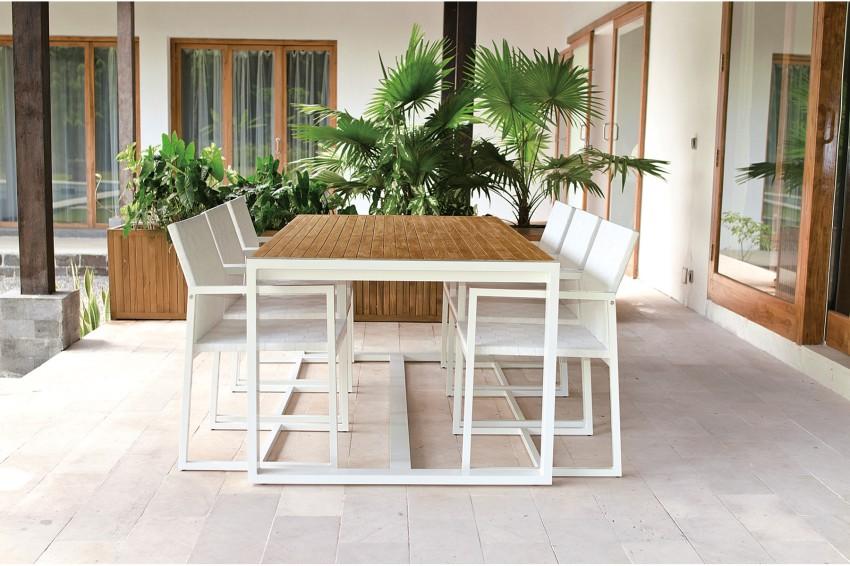 Prostokątny stół w ogrodzie Otto