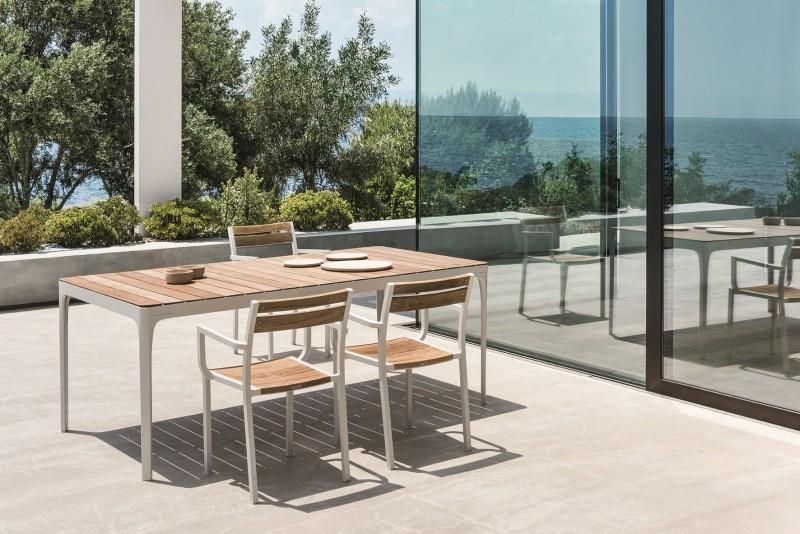 Prostokątny stół w ogrodzie Play