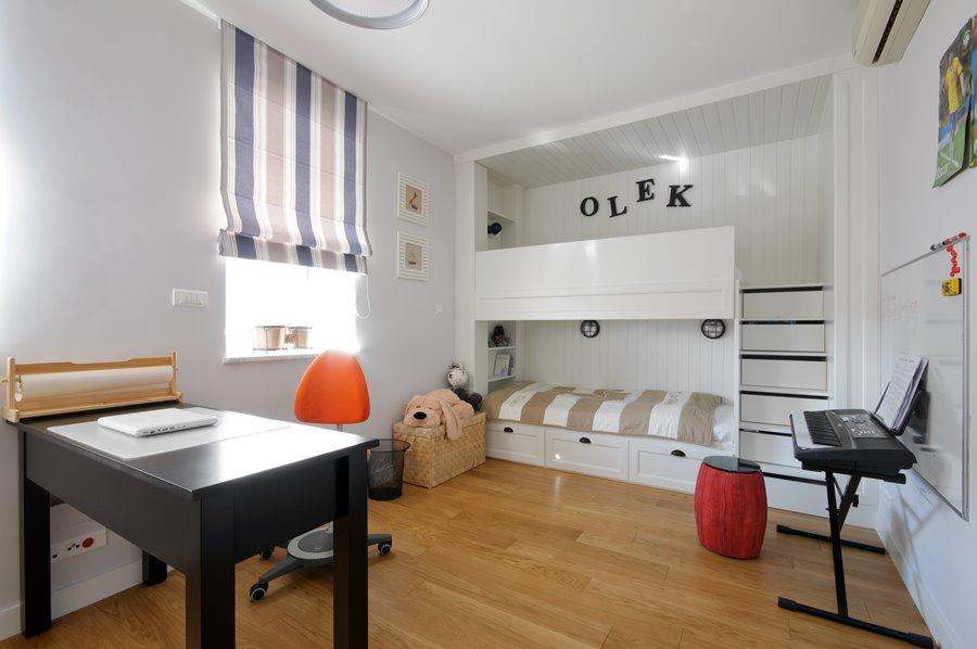 Zabudowane łóżko piętrowe w pokoju 3deko