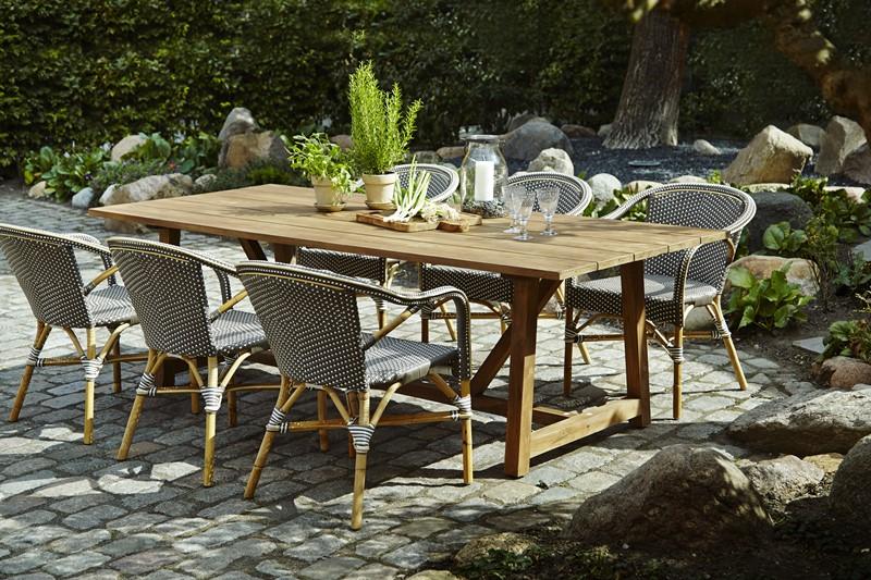 stół w ogrodzie Madeleine George Sika