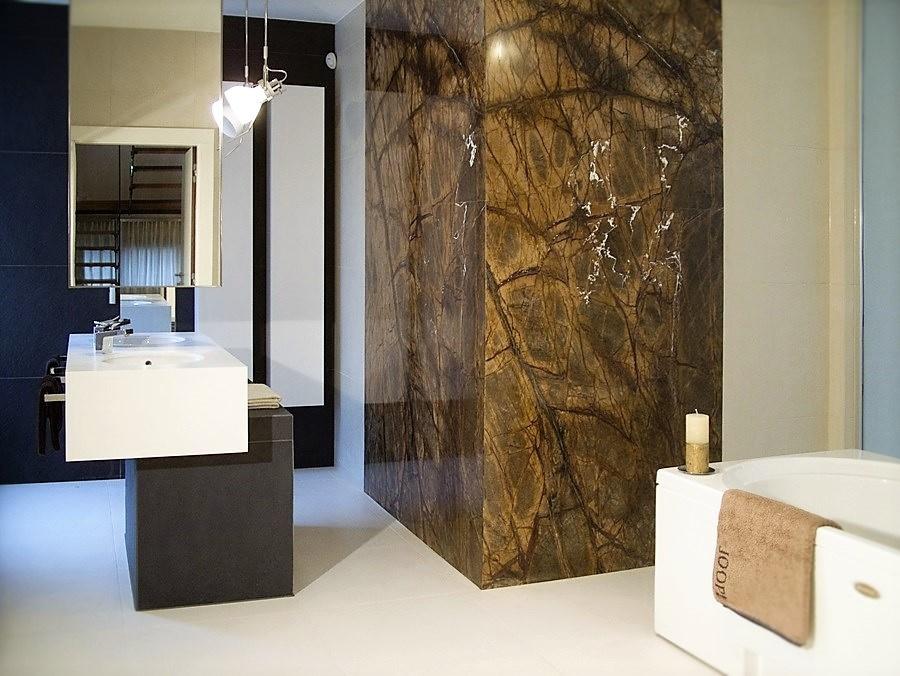 naturalny kamień coraz częściej stosuje się w projektach stylowych wnętrz