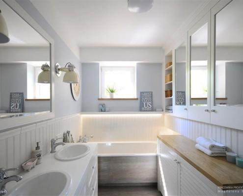 Biała łazienka w prowansalskim stylu - pomysł na małą łazienkę