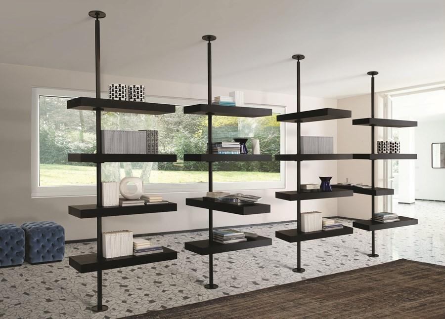 Nowoczesne półki w stylowym salonie