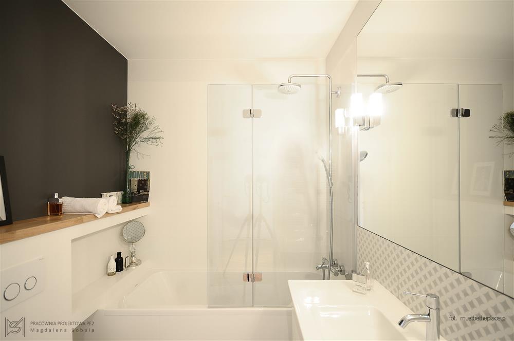 Wanna połączona z kabiną prysznicową - Pracownia PE2 - oryginalna łazienka