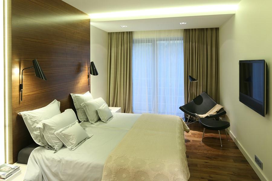 Stonowana sypialnia w drewnie Nasciturus