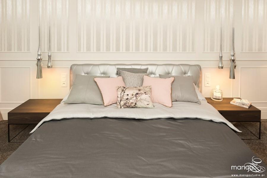Stylowa sypialnia w popielu i beżach - poduchy i poduszki
