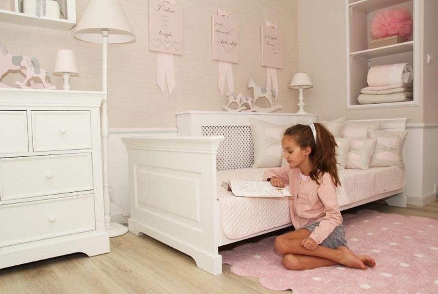 Stylowe łóżko dziecięce dla dziewczynki